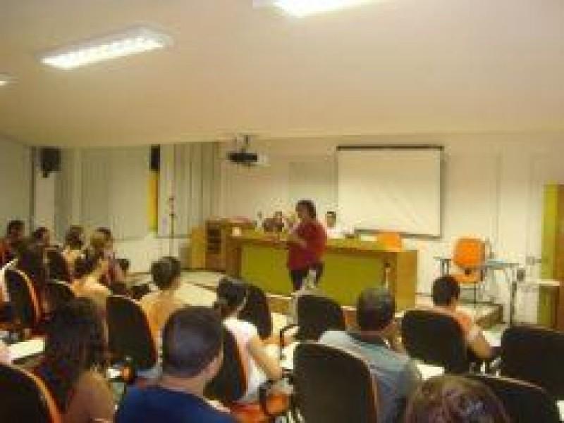 [Deputada Estadual Janira do PSOL do Rio de Janeiro debate situação da juventude no Cursinho Fernando Sta Cruz-UFF/Niterói]