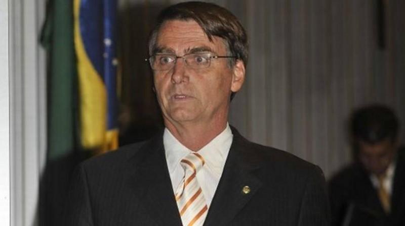 [Bolsonaro vira réu no STF por apologia ao estupro]