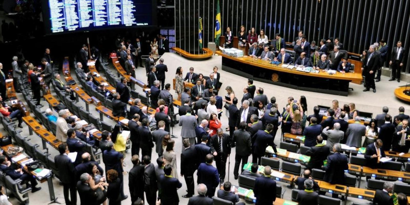 """[Chico Alencar propõe que """"deputados-réus"""" sejam afastados de cargos na Câmara]"""