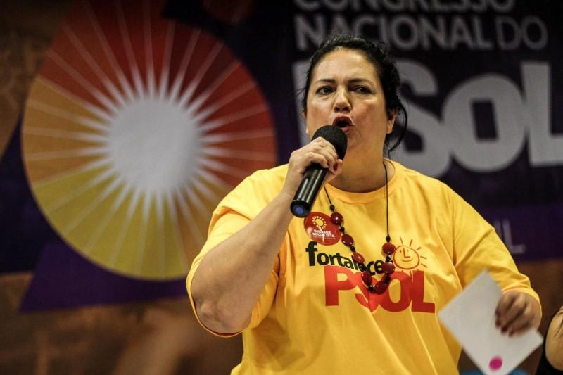 Berna Menezes: Agora é guerra!
